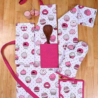 AMOUR INFINI Set of Apron,Oven Mitt,Pot Holder, Pair of Kitchen Towels in a Valentine Cup Cakes Design, Made of 100% Cotton, Eco-Friendly & Safe, Value Pack and Ideal Gift Set, Kitchen Linen Set